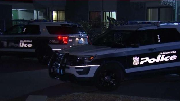 Acusan a novio por apuñalamiento mortal de joven en Framingham