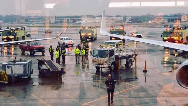 Choque menor de aviones en aeropuerto LaGuardia