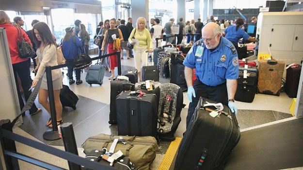 Consulta las demoras en los aeropuertos del área tri-estatal