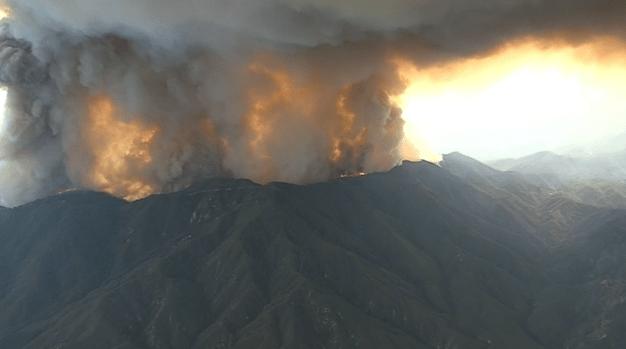 Incendio Holy arde en límites de los condados de Orange y Riverside