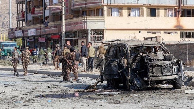 Bombazo suicida deja baño de sangre en Kabul