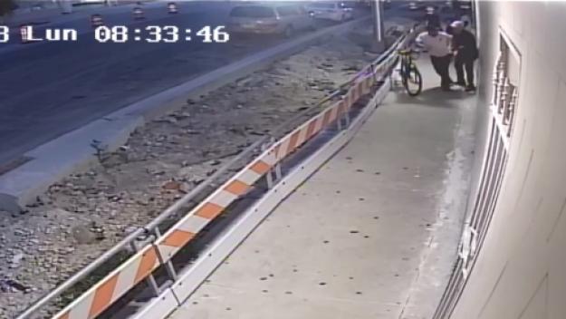En video: dejan inconsciente a un hombre durante robo