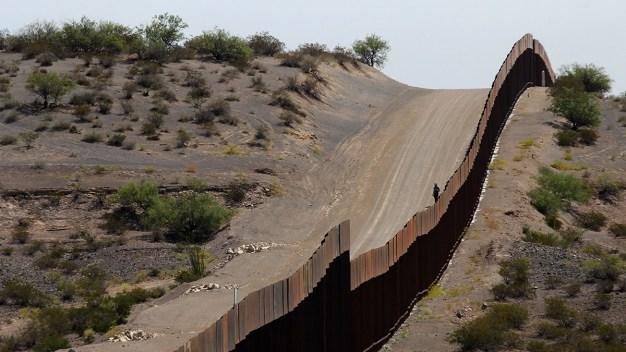 CBP rescata a un hombre con demencia en la frontera