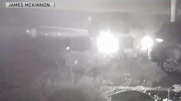 Captan en video a 4 niños siendo arrollados por auto
