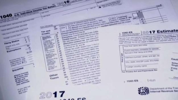 Denuncian presunto engaño de preparación de impuestos