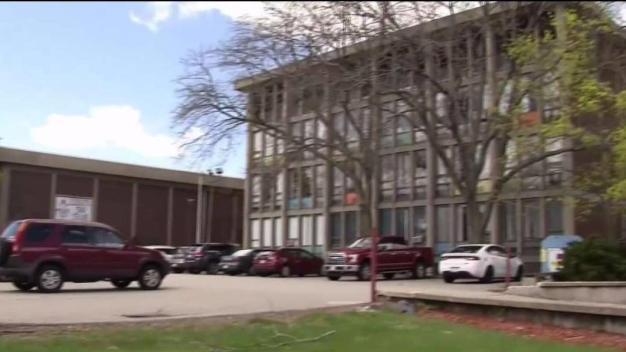 Escuela de Everett cerrará por falta de fondos}