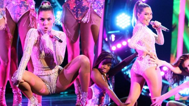 Frida Sofía deja poco a la imaginación en su debut como cantante