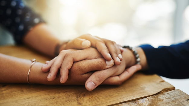 Cómo ayudar a las personas en riesgo de suicidio