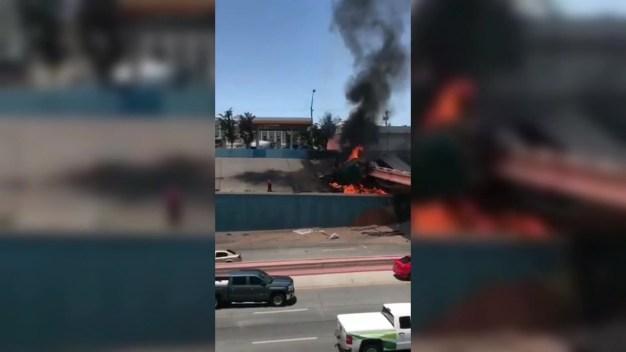 Sale de tracto camión en llamas sin heridas graves
