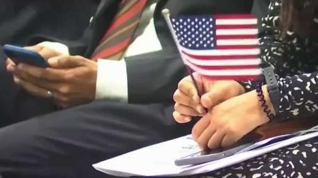 Celebran día de la ciudadanía con naturalización