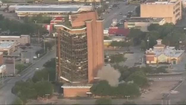 Impresionante: implosionan edificio histórico de 12 pisos en segundos