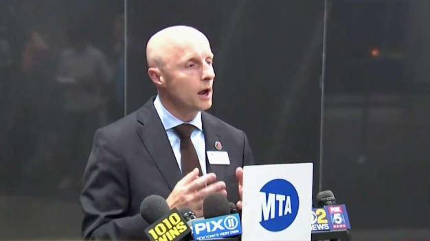 MTA revela la causa del colapso de siete líneas de tren