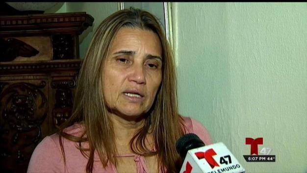 Madre hispana desafía a inmigración