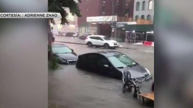 Masivas inundaciones dejan autos bajo agua