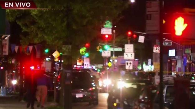 NYPD: Oficial balea a mujer armada en Queens
