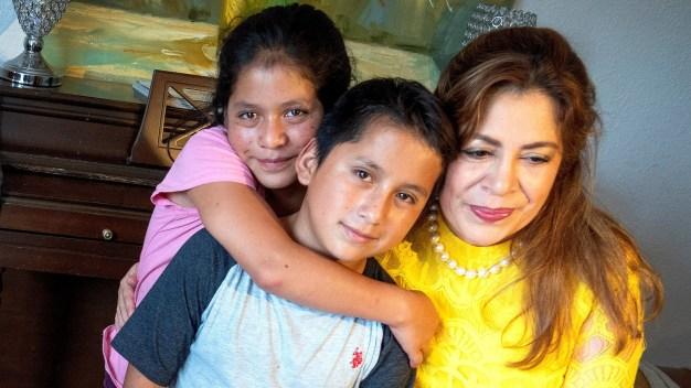 Activista tiene la tutela de 1,500 hijos de indocumentados