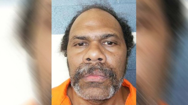 Lo liberan tras pasar 30 años en el corredor de la muerte
