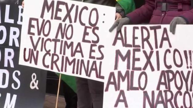 Protestan en contra de asilo de Evo Morales en México