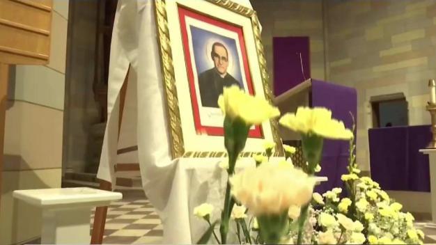 Salvadoreños celebran primera misa de Monseñor Romero}