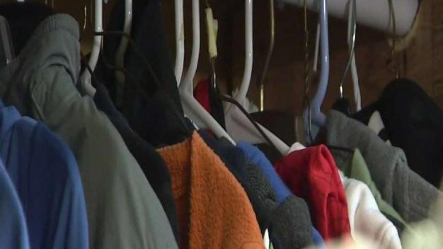 Familias reciben abrigos para invierno