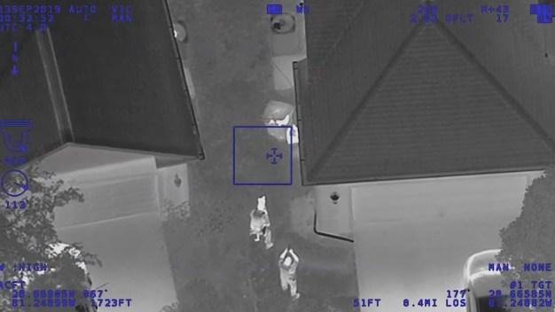 Arrestan a sospechosos escondidos en el basurero