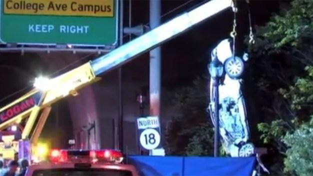 Pescan auto estrellado en choque mortal en NJ