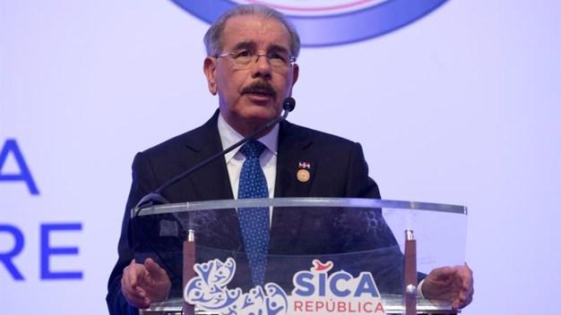 Dominicana justifica pagos a firmas de publicista brasileño
