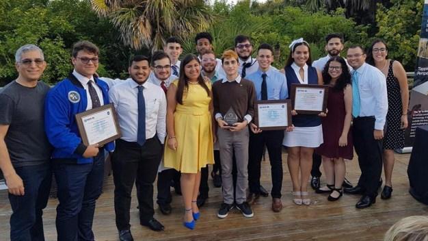Estudiantes puertorriqueños ganan competencia de la NASA