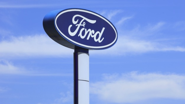 Ford no abrirá planta en México; Trump amenaza a GM