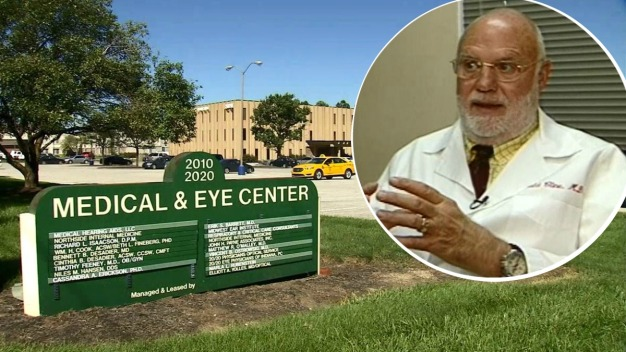 Rabia tras libertad de doctor que inseminó a 50 pacientes con su esperma