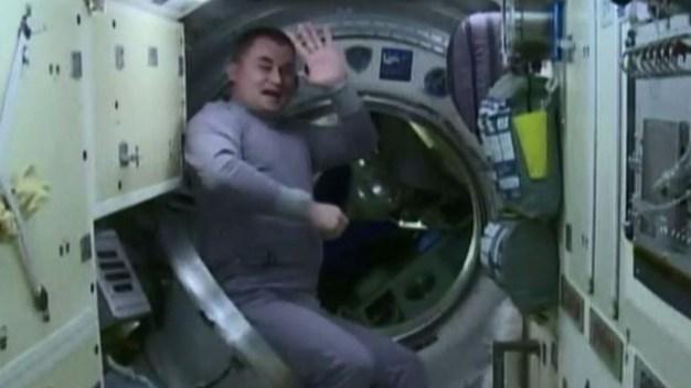 A 250 millas de altura: el increíble adiós en el espacio}