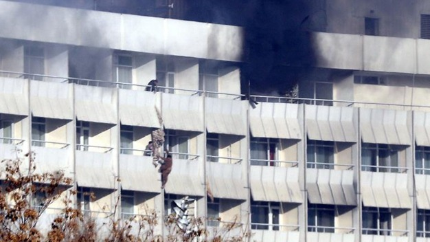Sangriento ataque en hotel deja muertos y heridos