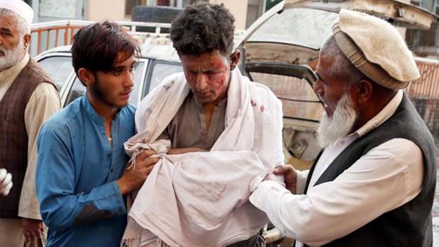 Día de rezos en mezquita termina en baño de sangre