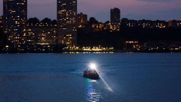 Encuentran cadáver en avión que cayó en el río Hudson