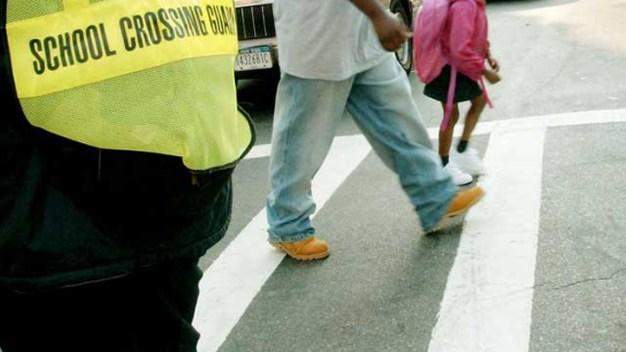 Atropellan a dos niños cerca de escuela en Fall River