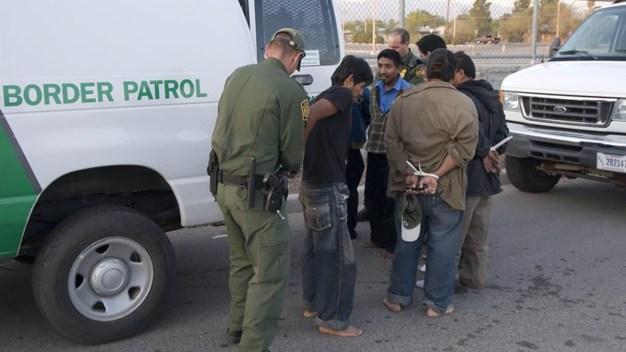 Registran récord de arrestos en la frontera con México
