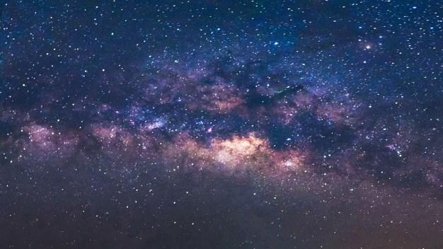 Astrónomos recalculan la edad del universo}