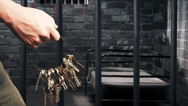Mujer va a prisión por abandonar a sus hijos
