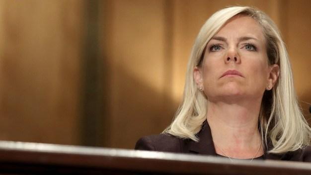 Secretaria Nielsen pide seguir ley antisantuario de Texas