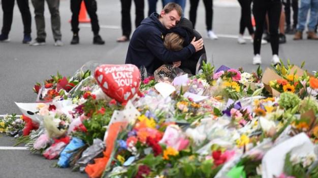 Grupos ISIS y Al Qaeda piden venganza por masacre