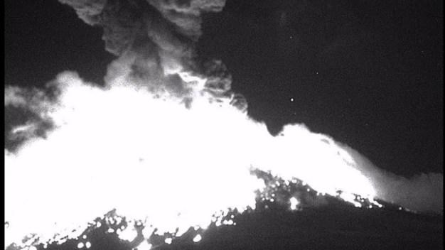 """Volcán """"despierta"""" y atemoriza a pobladores"""