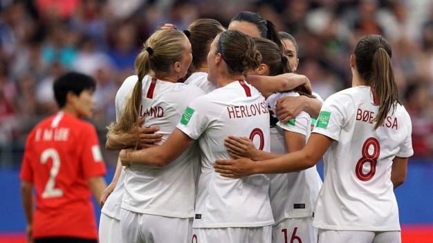 Caroline Hansen marca el primero de Noruega a los cinco minutos