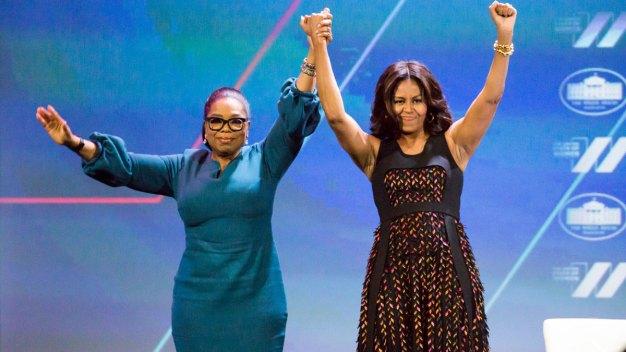 """Michelle Obama sale de gira con su libro, """"Mi historia"""""""