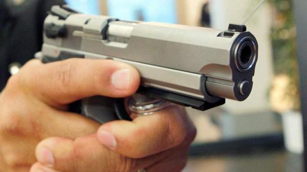 Al menos una mujer muerta tras tiroteo en iglesia en Texas
