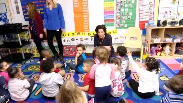 Gobernadora de Rhode Island quiere implantar preescolar universal}