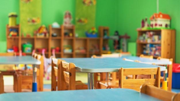 Acusan a maestra de desnudar a niños como castigo