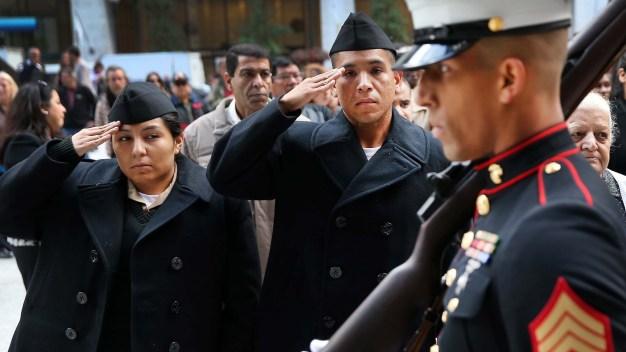 EEUU reincorpora a decenas de soldados inmigrantes