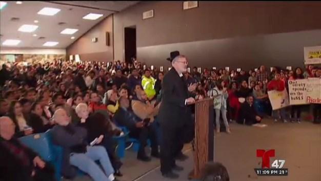 Padres protestan tras posible cierre de rutas escolares