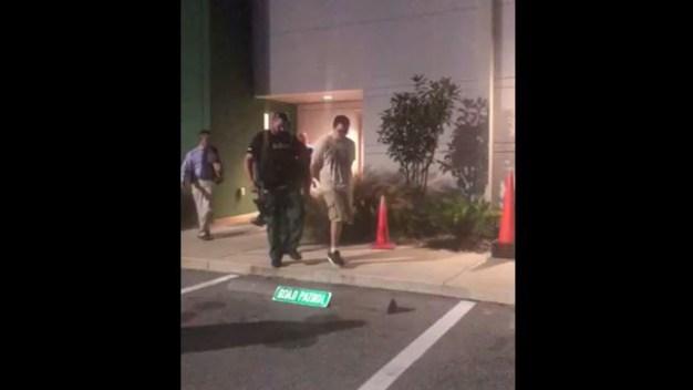 Revelan video de captura de sospechoso tras tiroteo mortal en Florida