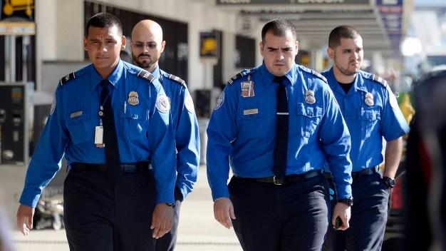 Congreso debate enviar agentes de TSA a la frontera